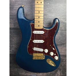 Fender Deluxe Player Stratocaster (Sapphire Blue Transparent)